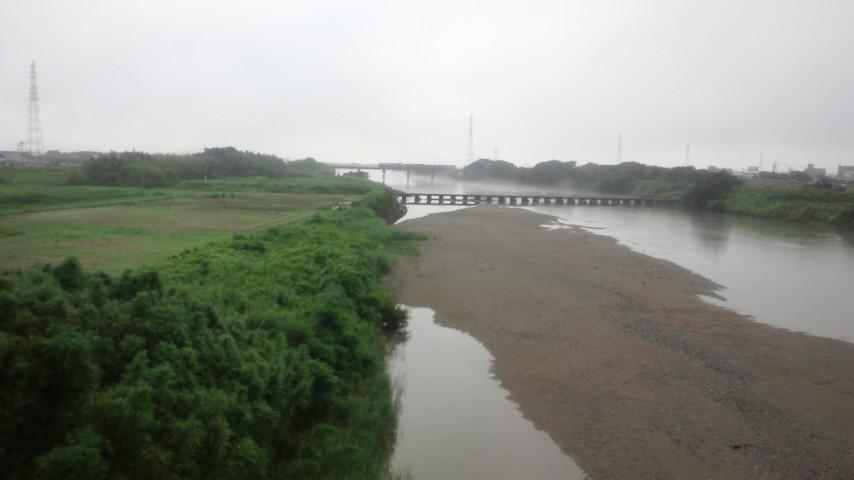 朝靄の弁天橋を散歩